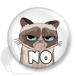 Grumpy Cat kitűző 1 közepes