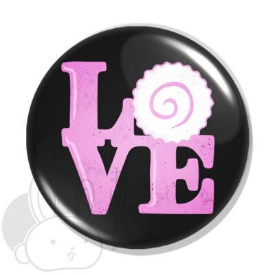 Love kitűző 1