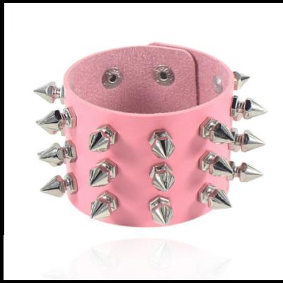 Pink bőr szegecses karpánt