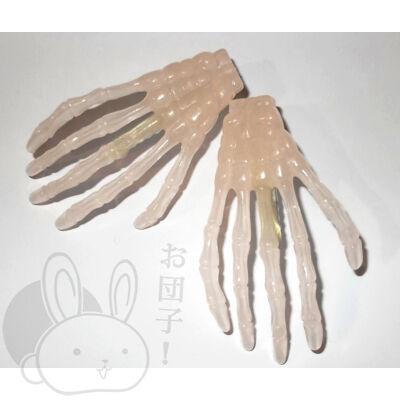 Csontváz kéz hajcsat sötétben világító